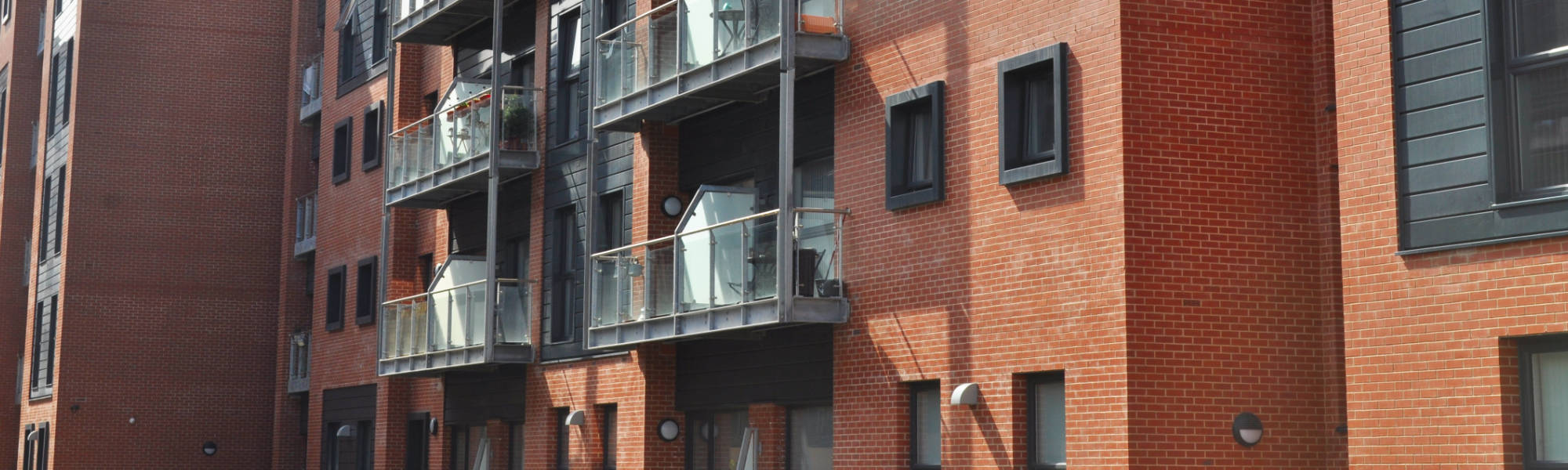 The external wall units were designed by PCE to incorporate cast in channels which the bricklayer fixes steel angles to